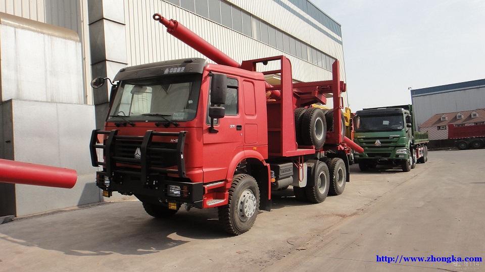 供应新款中国豪沃全轮驱动森林原木运输车价格
