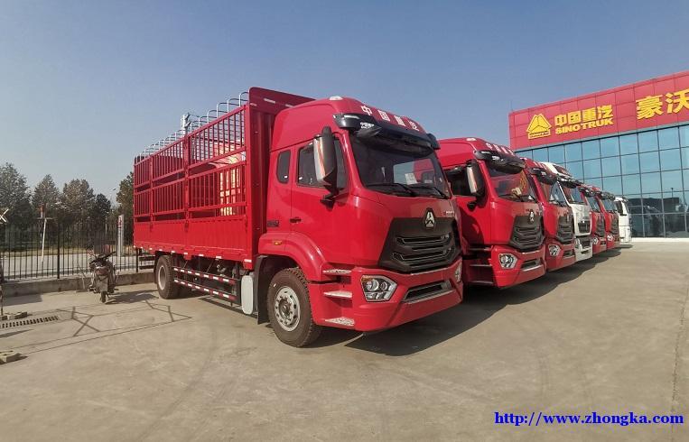新款豪瀚N7G前四后八9米5仓栅载货车440马力价格