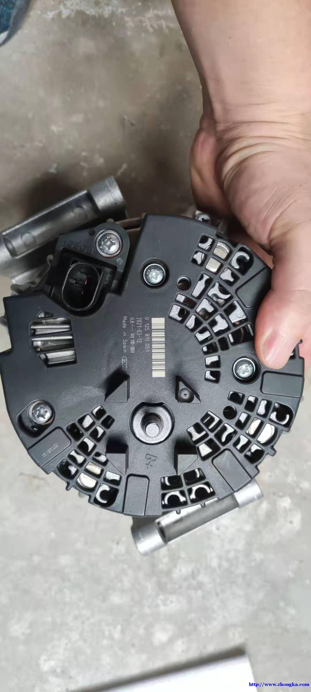 0125811051沃尔沃XC90发电机